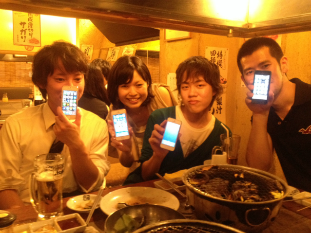 KH - teens with phones 638w